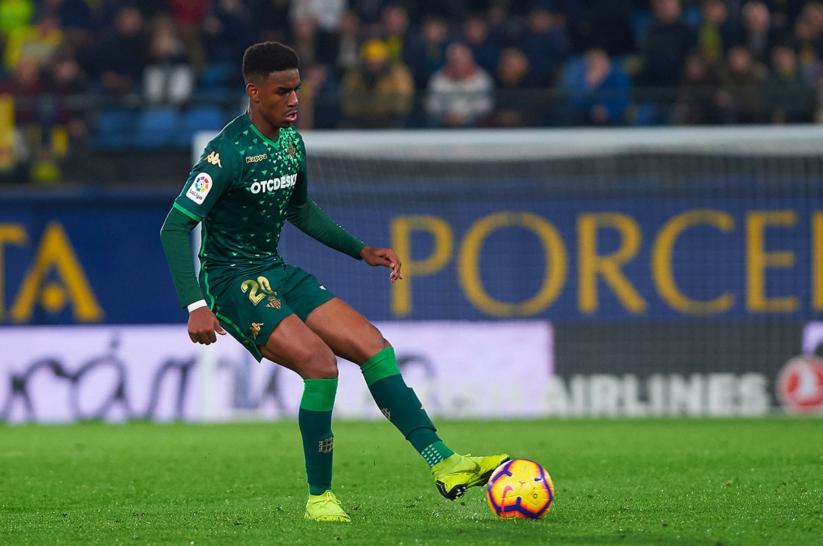 Officiel : Junior Firpo signe au FC Barcelone